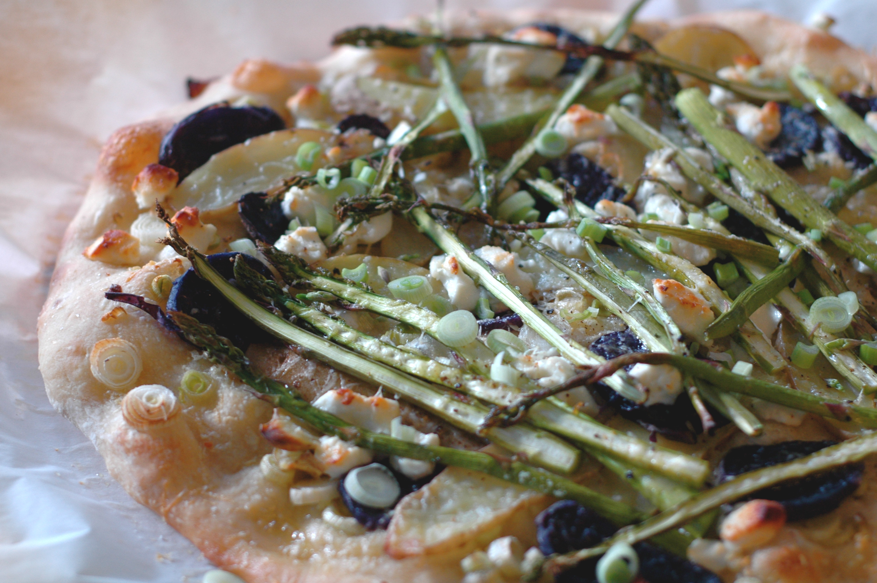 Asparagus, Fingerling Potato, and Goat Cheese Pizza - but i'm hungry